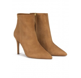 Camel suede heeled pointy toe ankle boots Pura López