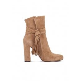 High heel boots in camel suede Pura López