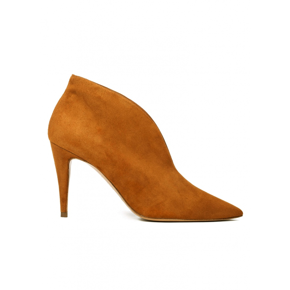 High heel ankle boots in chestnut suede