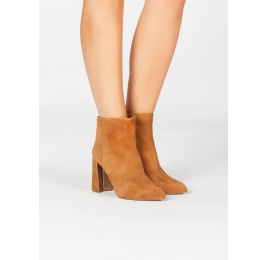 Camel suede high block heel ankle boots Pura López