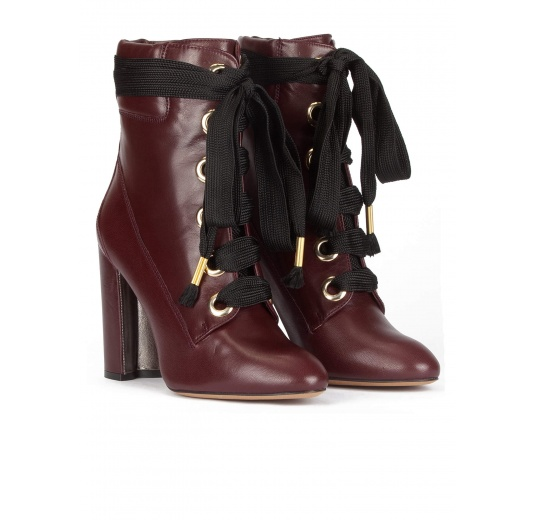 Lace up high block heel ankle boots in burgundy leather Pura López