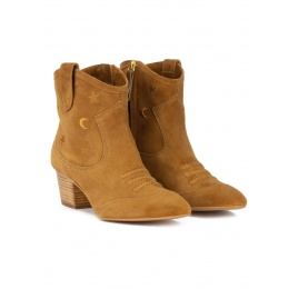 Cowboy ankle boots in camel suede with golden embroidery Pura López