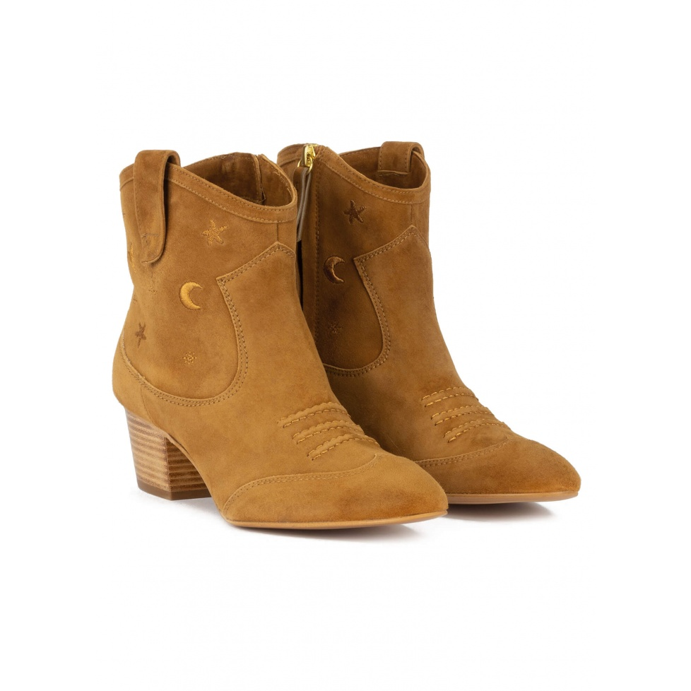 Cowboy ankle boots in camel suede with golden embroidery