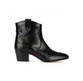 Cowboy ankle boots in black leather with embroidery Pura López