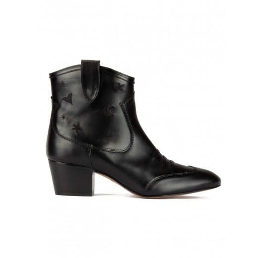 Cowboy ankle boots in black leather with embroidery Pura L�pez