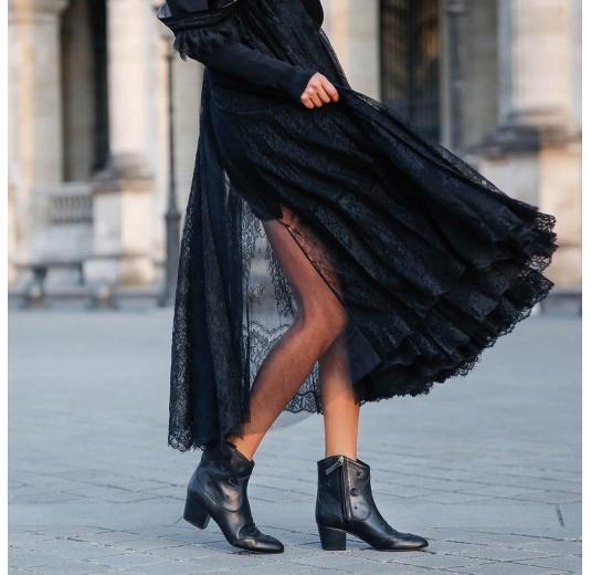 Botines de estilo cowboy en piel color negro con bordados Pura L�pez