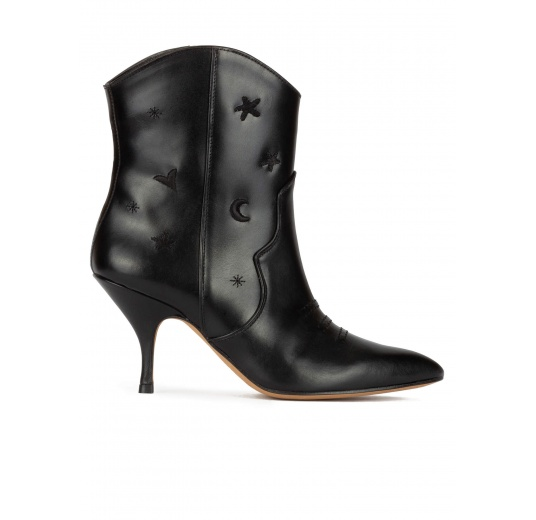 Curved heel cowboy ankle boots in black leather Pura López
