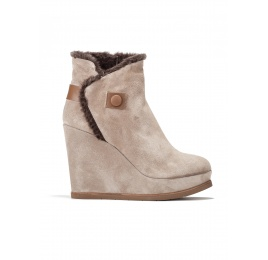 Wedge ankle boots in taupe suede Pura López