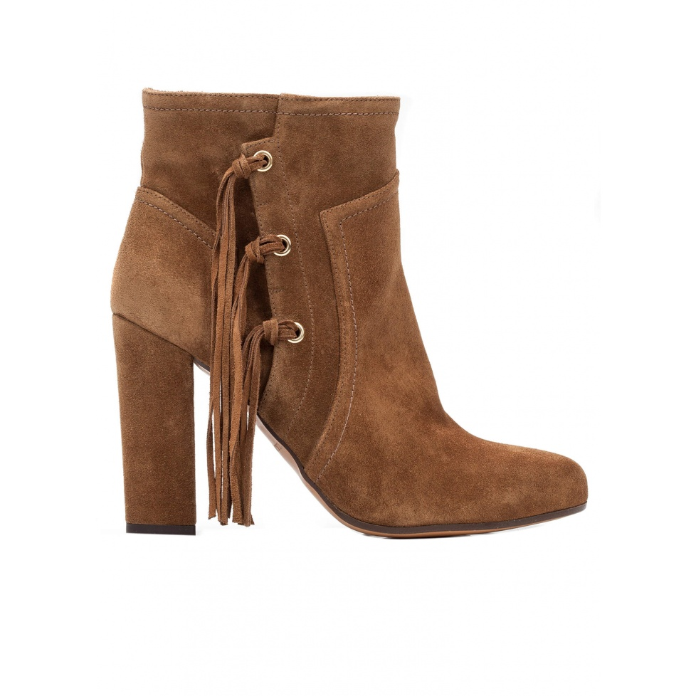 High heel ankle boots in brown suede with fringes