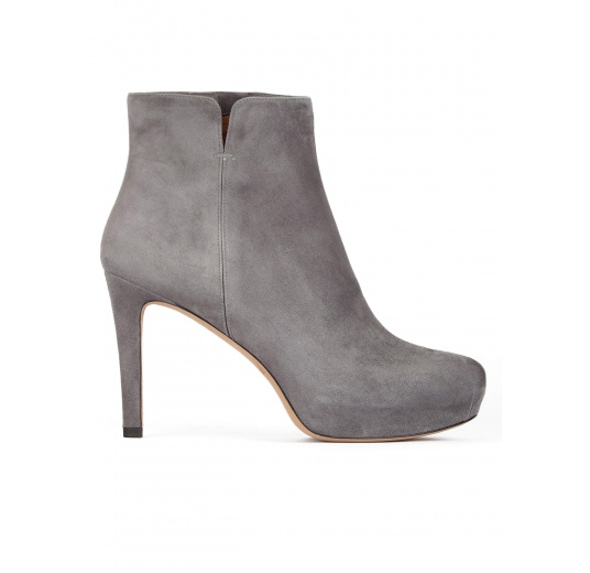 Mid heel ankle boots in grey suede with concealed platform Pura López