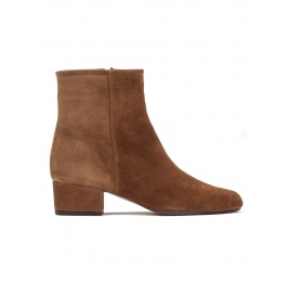 Low heel ankle boots in brown suede Pura López