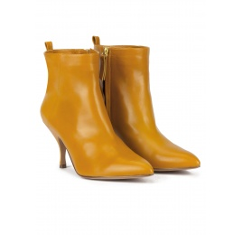 Mid heel pointed toe ankle boots in mustard leather Pura López