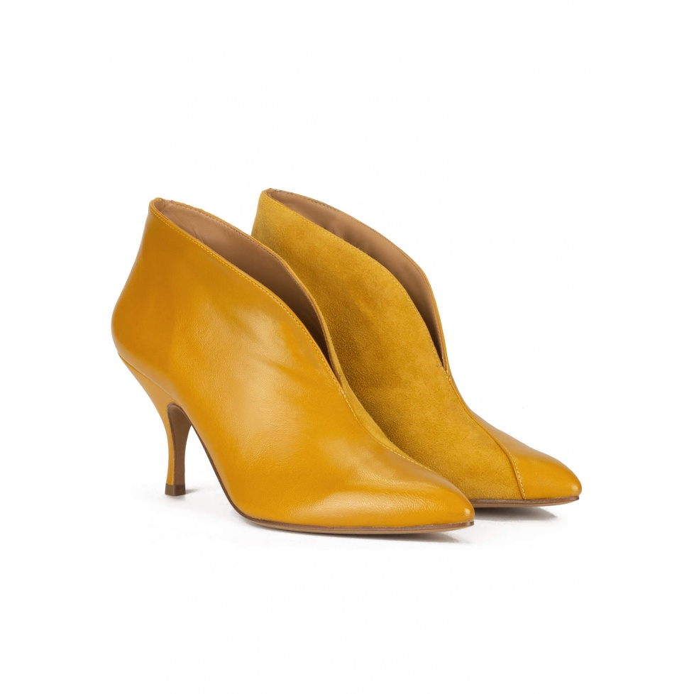 Curved heel ankle boots in mustard leather and suede