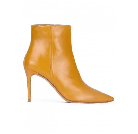 Mustard leather high heel point-toe ankle boots Pura L�pez