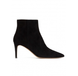 Mid heel point-toe ankle boots in black suede Pura López