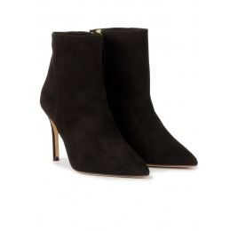 Heeled pointy toe ankle boots in black suede Pura López