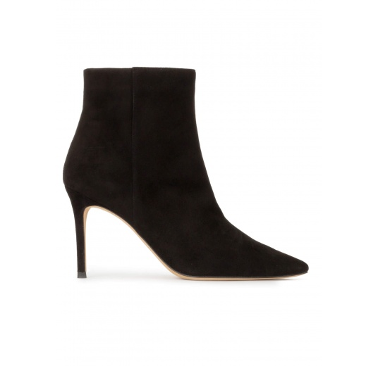 Heeled pointy toe ankle boots in black suede Pura L�pez