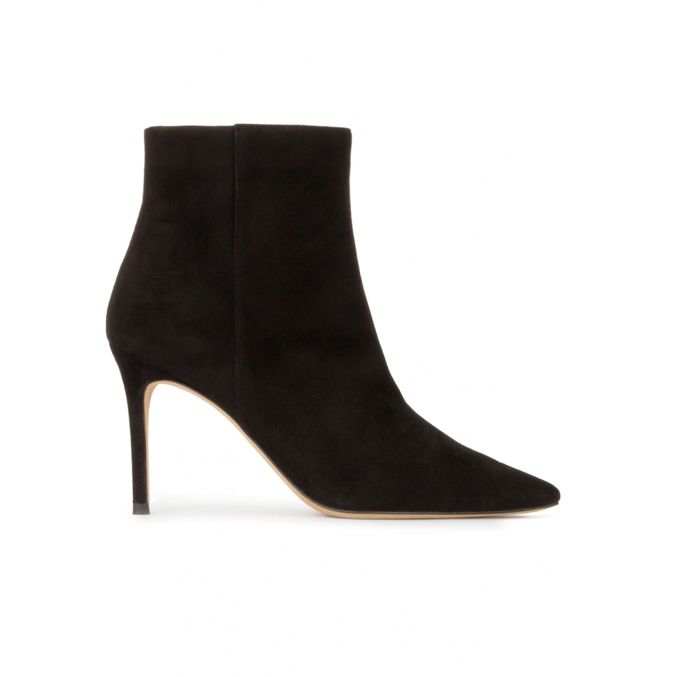Heeled pointy toe ankle boots in black suede
