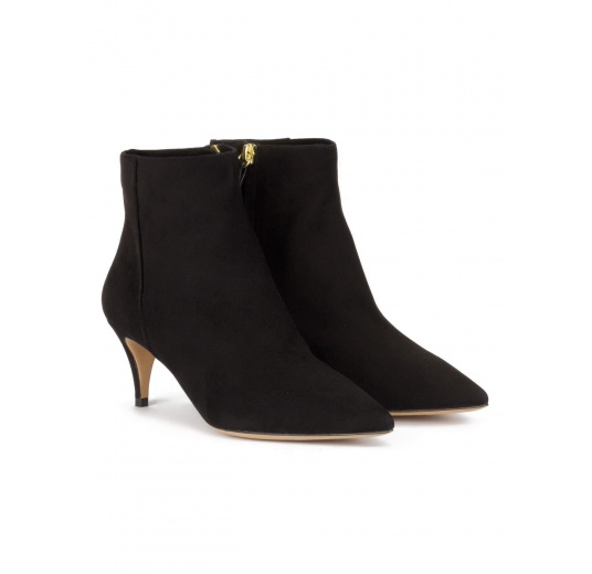 Mid heel pointy toe ankle boots in black suede Pura López