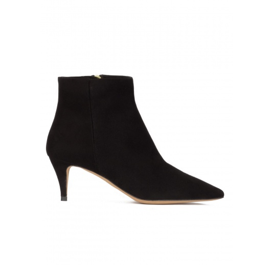 Mid heel pointy toe ankle boots in black suede Pura L�pez