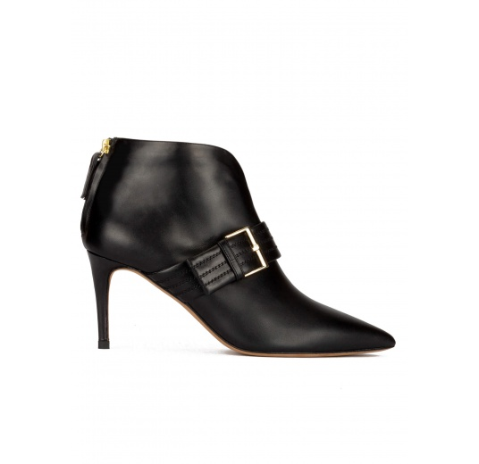 Buckle detailed point-toe ankle boots in black leather Pura López