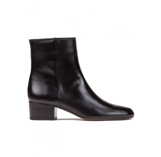 Low heel ankle boots in black leather Pura L�pez