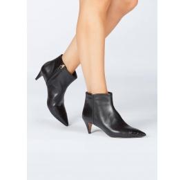 Kitten heel ankle boots in black leather Pura López
