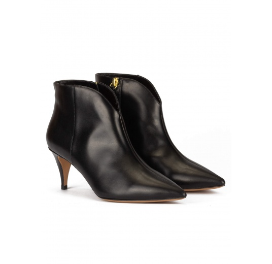 Mid heel ankle boots in black calf leather Pura López