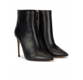 Heeled point-toe ankle boots in black leather Pura López