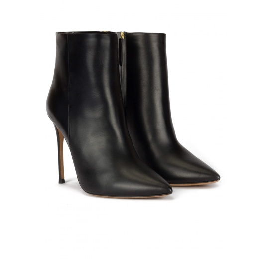 Heeled point-toe ankle boots in black leather Pura L�pez