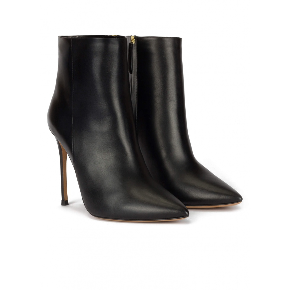 Heeled point-toe ankle boots in black leather