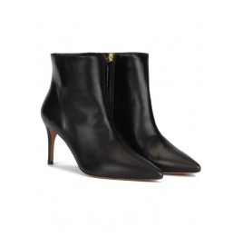 Mid-heel pointy toe ankle boots in black nappa Pura López