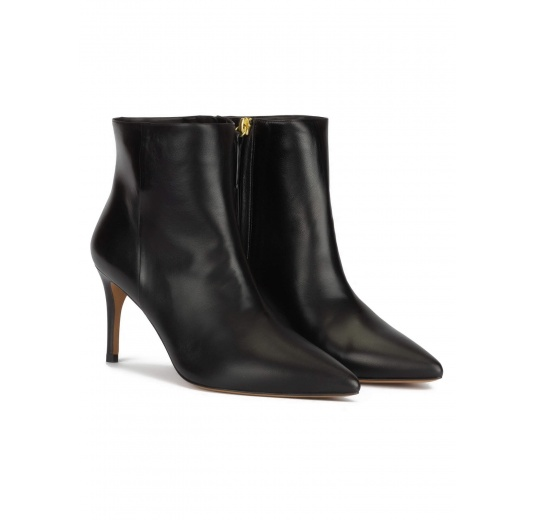 Mid-heel pointy toe ankle boots in black nappa Pura L�pez