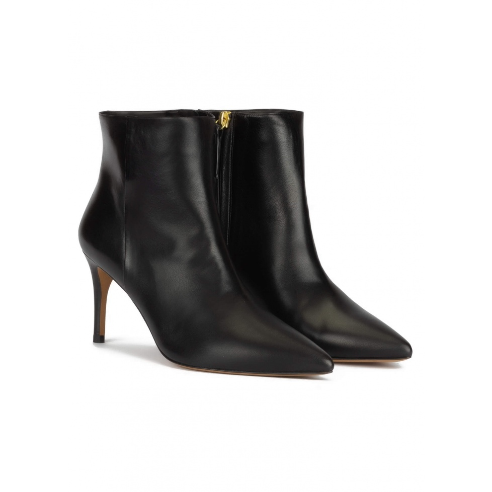 Mid-heel pointy toe ankle boots in black nappa