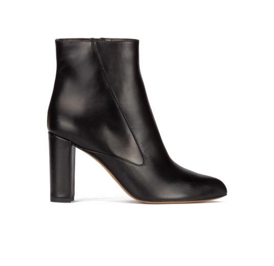 High block heel ankle boots in black leather Pura L�pez