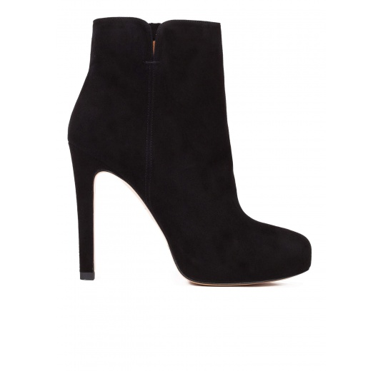 High heel ankle boots in black suede Pura López