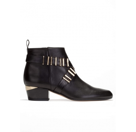 Mid heel ankle boots in black leather with metal details Pura L�pez