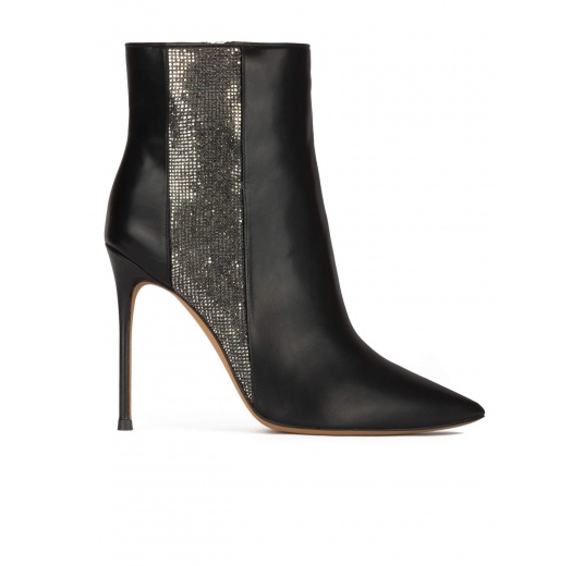 Heeled pointed toe ankle boots in black leather with strass panel Pura López