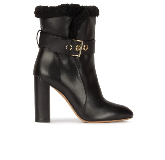 High block heel ankle boots in black nappa with black fleece cuf Pura López