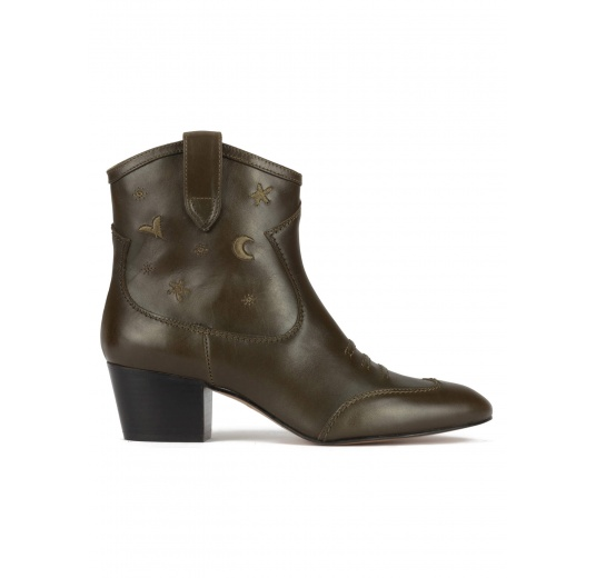 Cowboy ankle boots in military green leather with matching embroidery Pura López