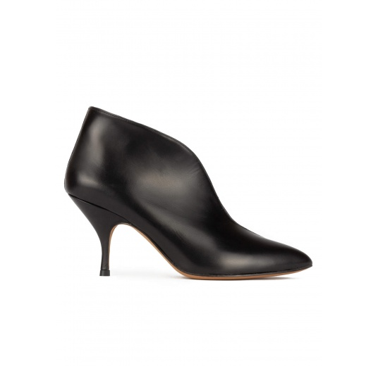 Curved heel point-toe ankle boots in black leather and suede Pura López