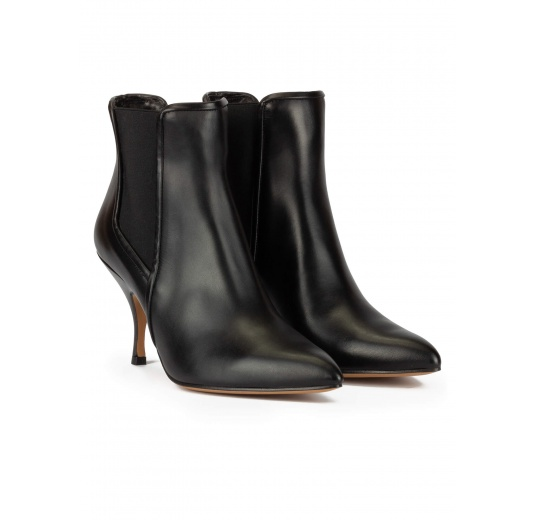 Curved heel point-toe ankle boots in black leather with elastic Pura López