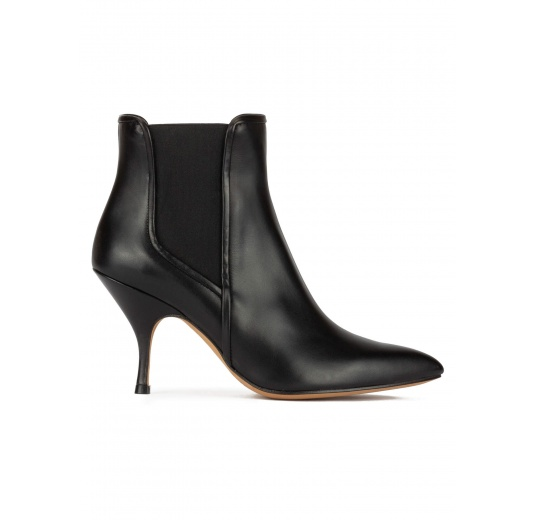 Curved heel point-toe ankle boots in black leather with elastic Pura L�pez