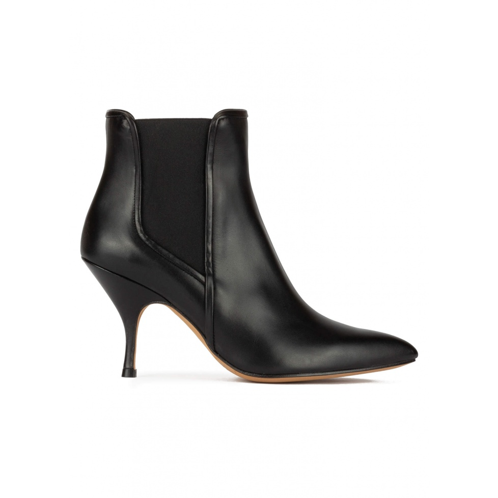 Curved heel point-toe ankle boots in black leather with elastic
