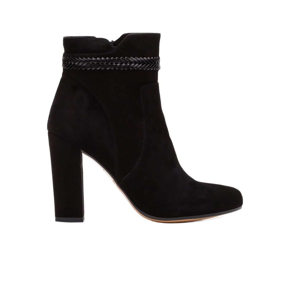 High heel ankle boots in black suede with leather stitching