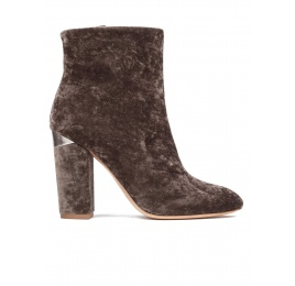 High block heel ankle boots in army green velvet Pura López