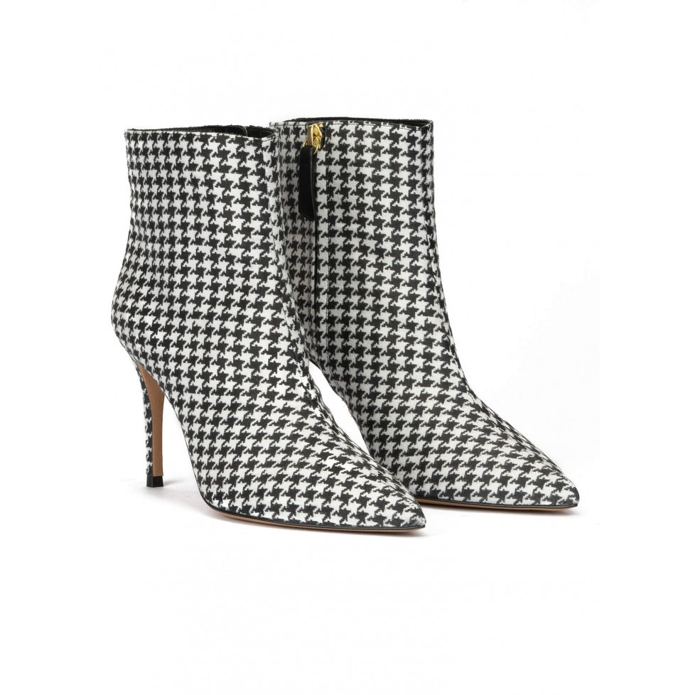 Houndstooth print point-toe heeled ankle boots
