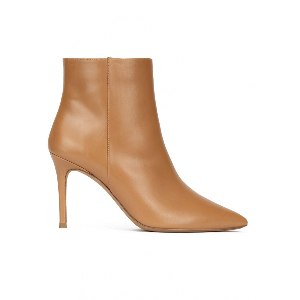Heeled pointy toe ankle boots in camel leather