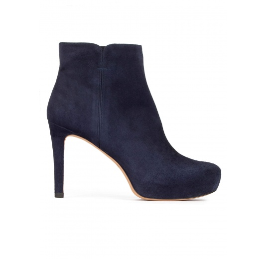 Mid heel ankle boots with concealed platform in navy blue suede Pura L�pez