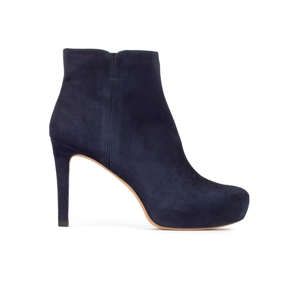 Mid heel ankle boots with concealed platform in navy blue suede